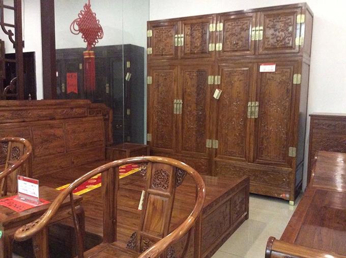 精品红木顶箱柜