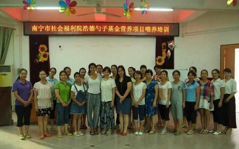 浩德南宁儿童营养项目培训学员合影
