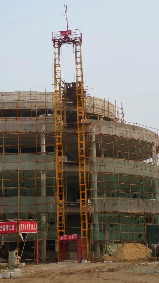 施工升降機construction elevator.jpg