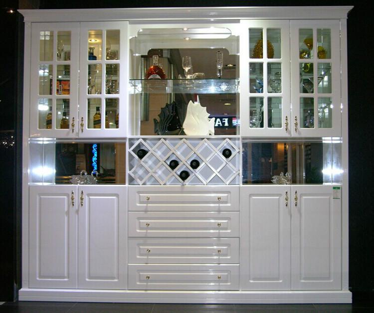 据了解,欧式酒柜通过典雅柔和的柚木色调,制造出朴素简约的风格,相对图片