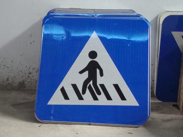 南宁玻璃钢交通指示路牌