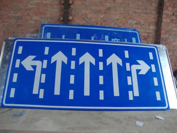南宁玻璃钢交通指示路牌的优点