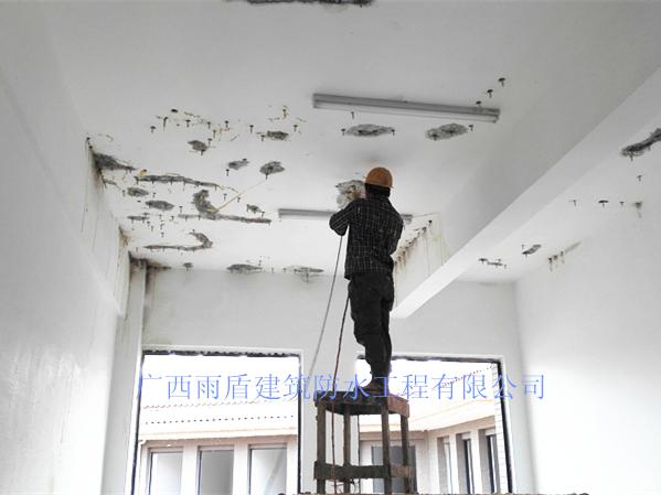 天花板補漏施工現場