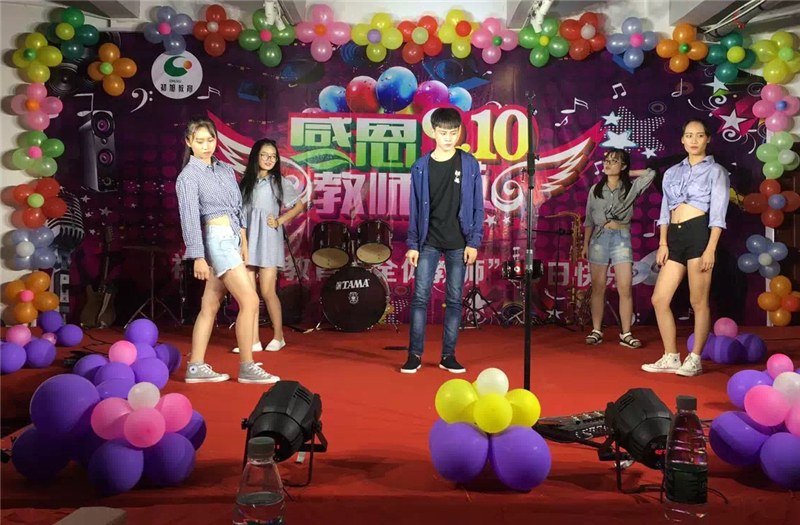 小组表演.JPG