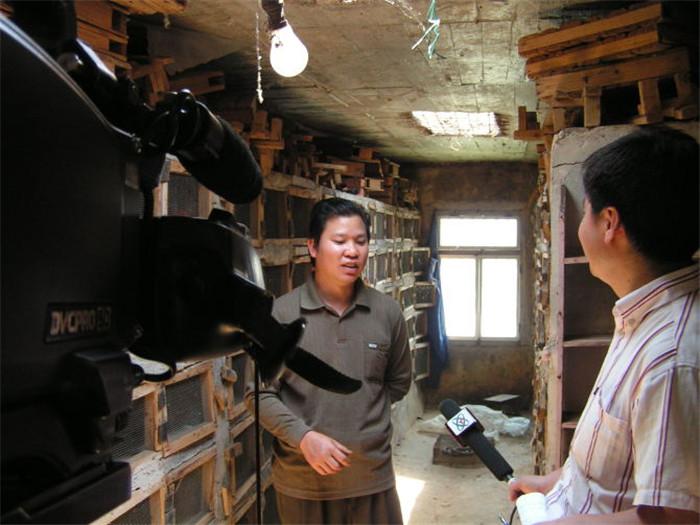 许平接受央视二套采访
