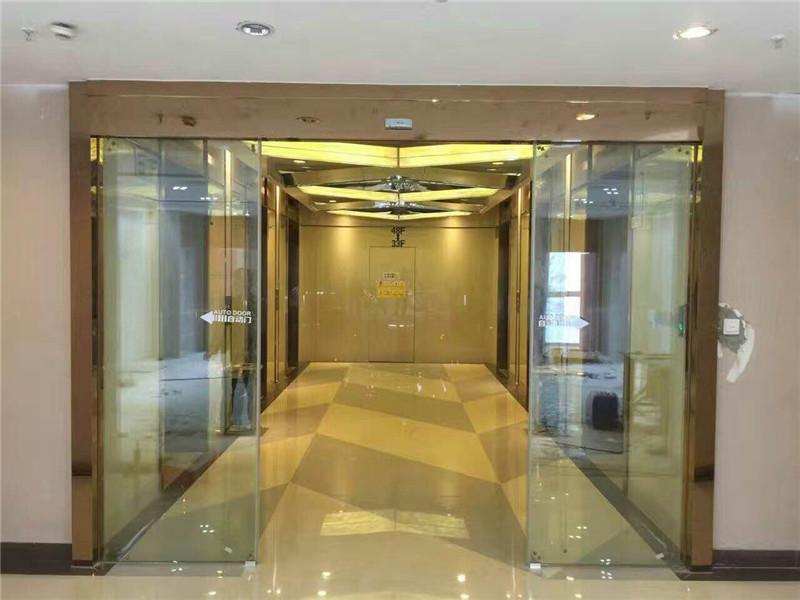 广西青秀万达电梯口自动门