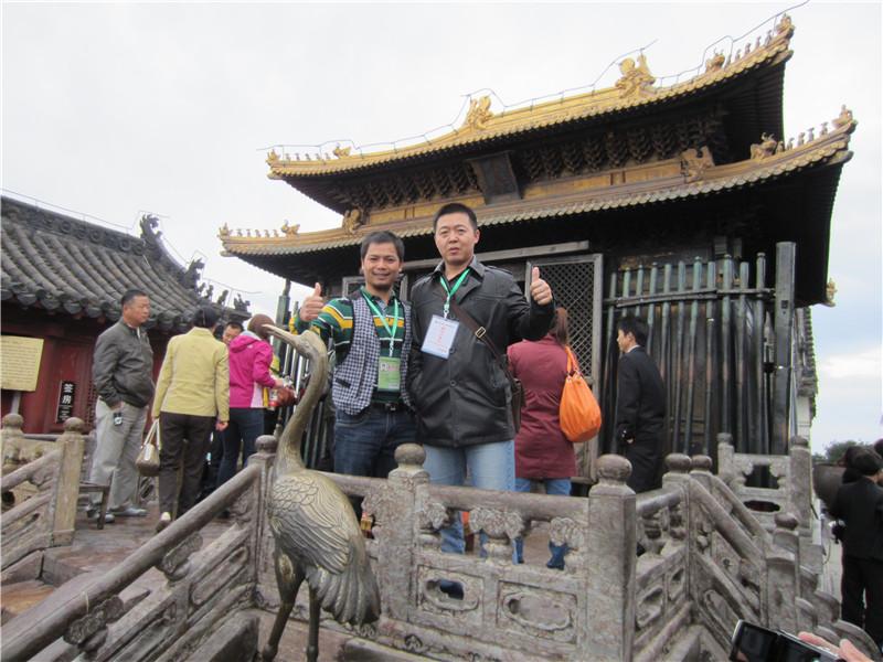与武汉大学武术博士王璐瑶老师在武当山金顶合影