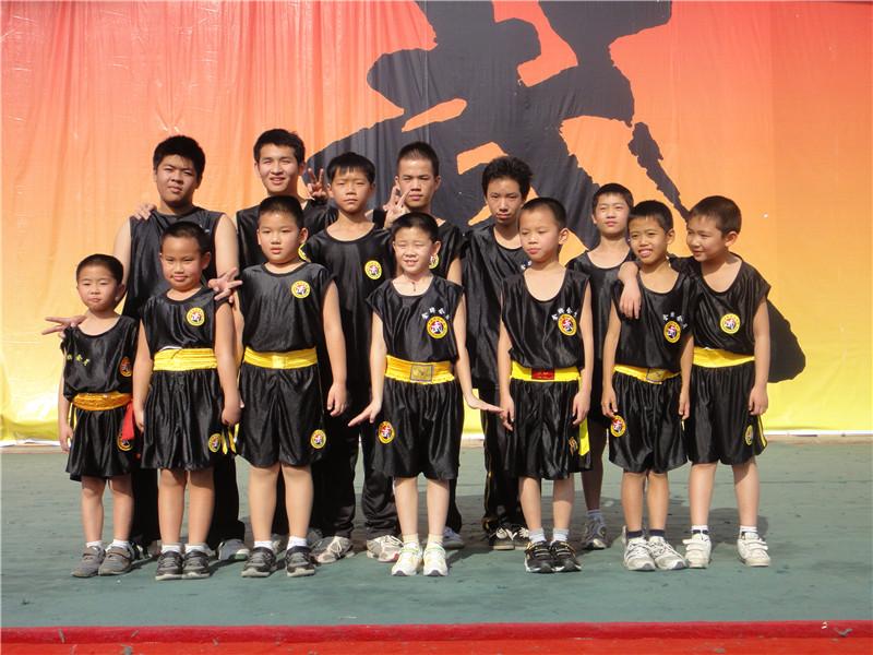 带队参加中国武术段位考试留影