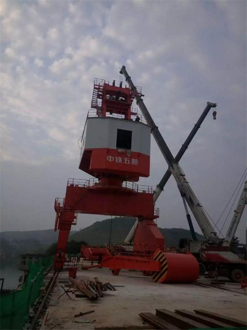 桂林大型码头门机吊装