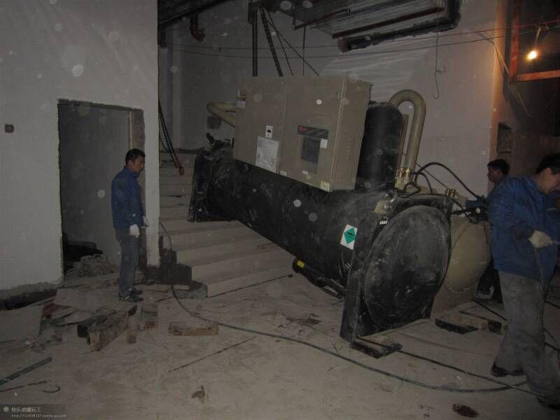 冷水機下地下室