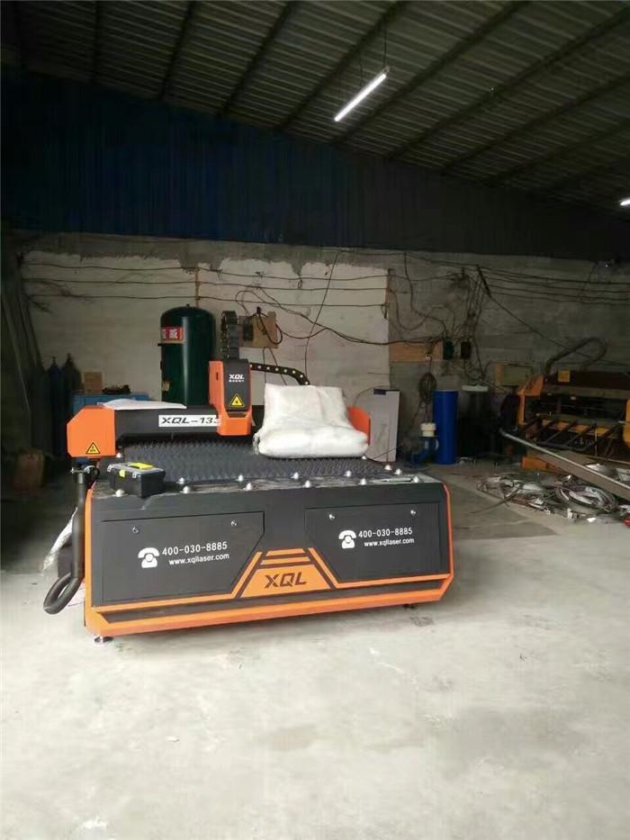 鑫全利1330光纤激光切割机设备已到厂.jpg
