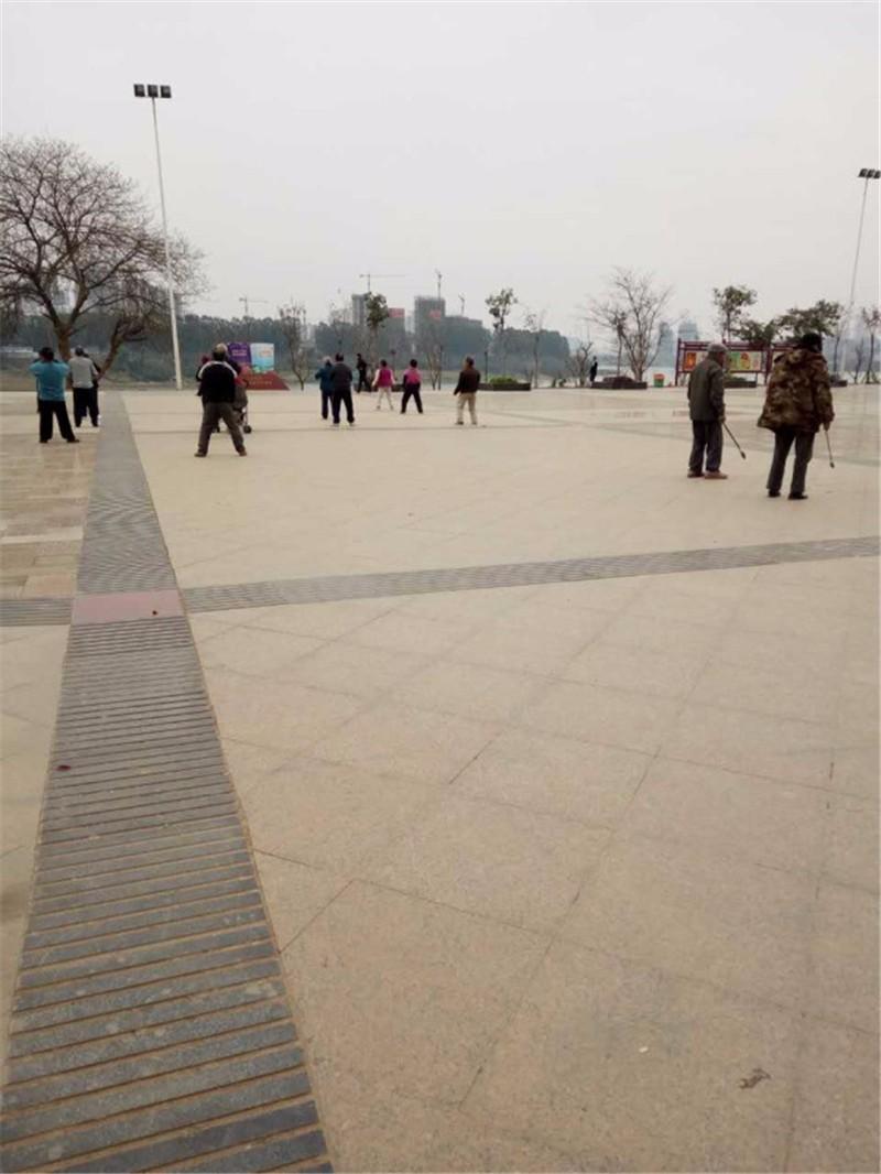 防城港滨江广场