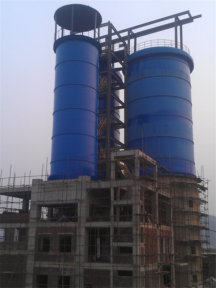 我公司2013年承接的武宣铅锌矿充填站系统工程,主罐直径21米、基础高16米、重440吨制作、安装现场.jpg