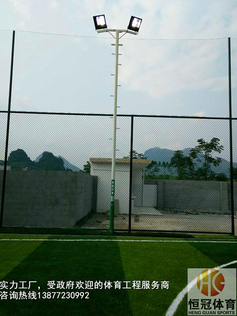 足球场灯柱