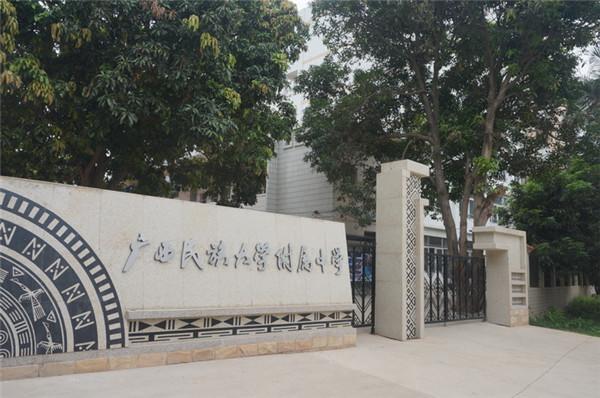 广西广西某大学附属中学视频监控系统