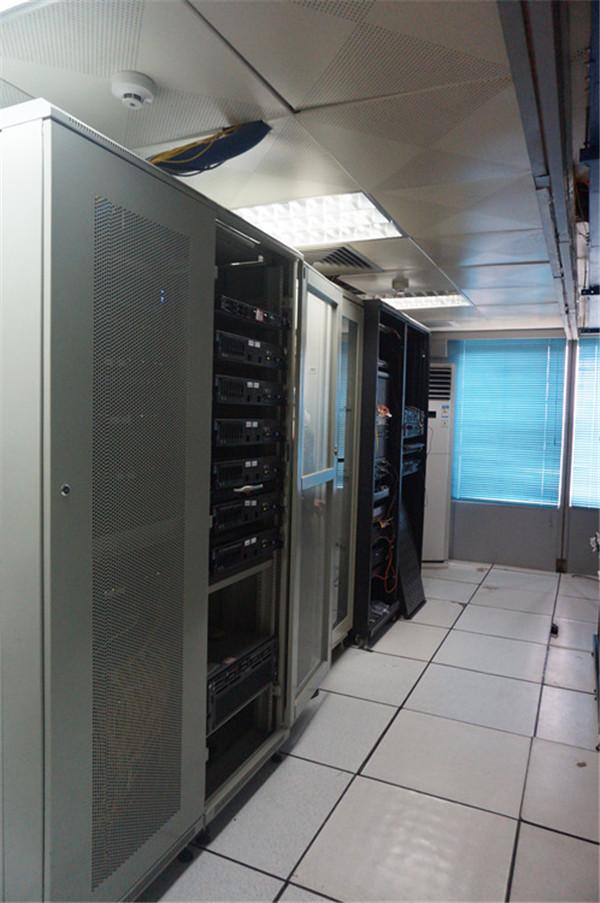 广西广西某大学高性能服务器、万兆核心交换机等核心网络建设