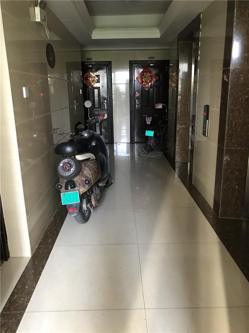 已入住小區電梯前室