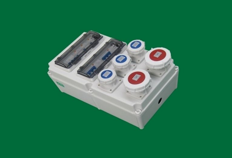 工业插座箱.jpg
