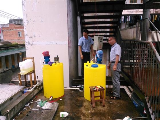 宾阳县某学校-井水消毒二氧化氯投加器调试现场