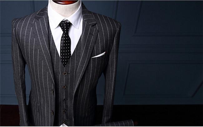 黑色条纹西服上衣
