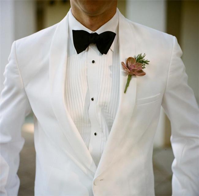白色西服上衣展示