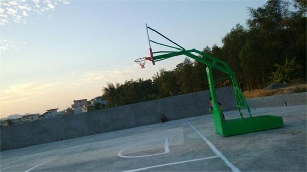 玉林篮球架案例