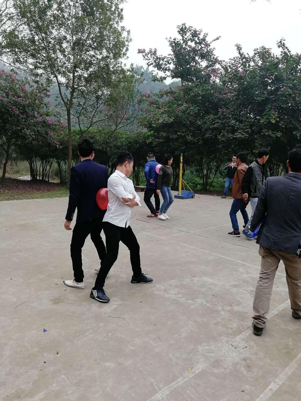 双人背夹气球游戏