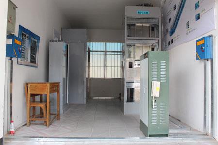 电梯模拟室