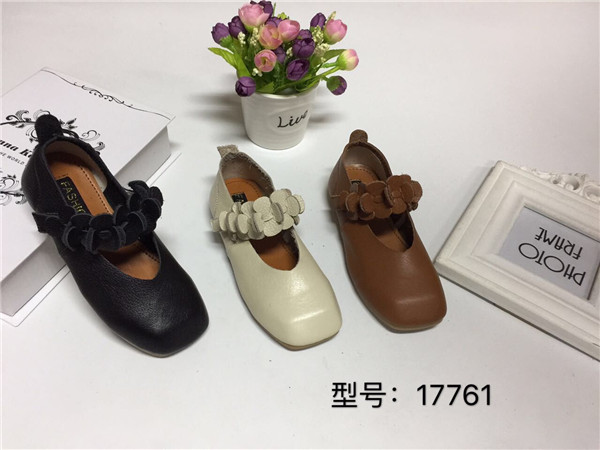 花瓣儿童皮鞋