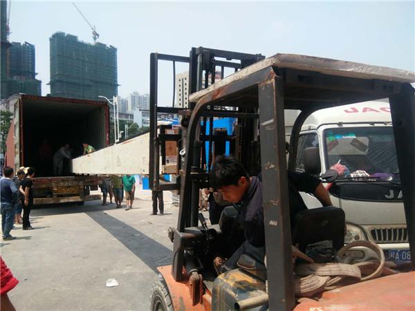 機械協助搬倉庫