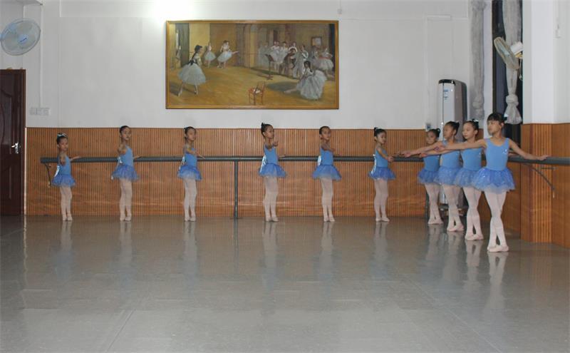 三级芭蕾舞培训哪家好.JPG