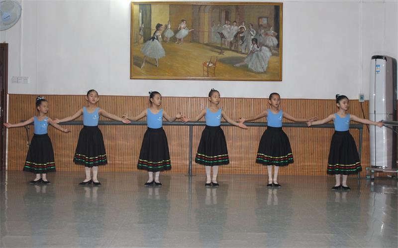 三级芭蕾舞培训.JPG