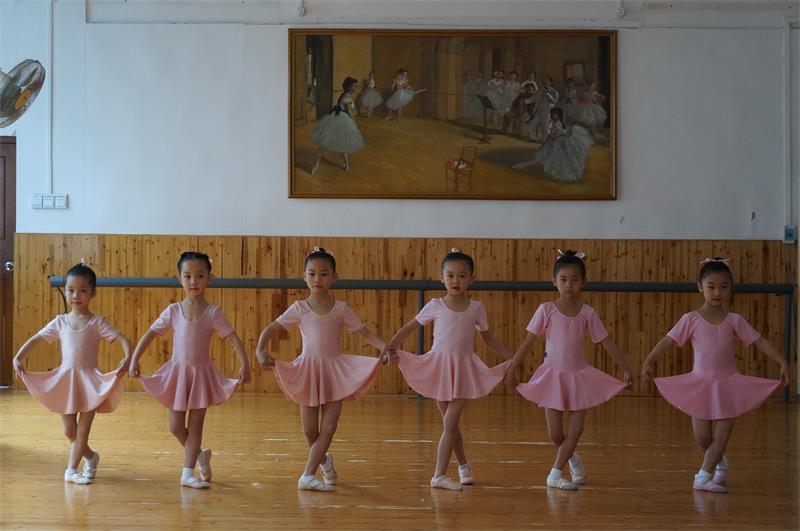 芭蕾舞启蒙班.JPG