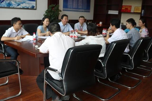 服务队与投资公司座谈会现场1.jpg