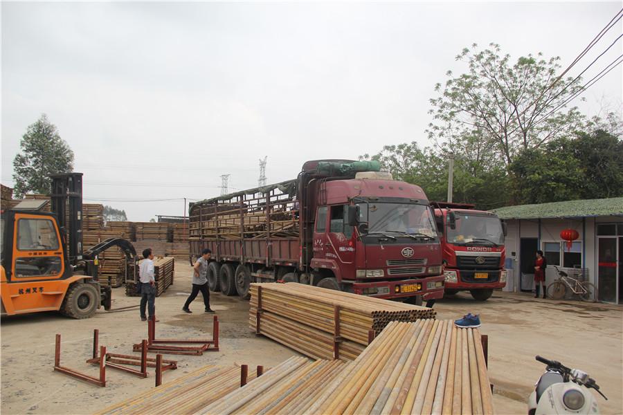 建筑材料装货过程
