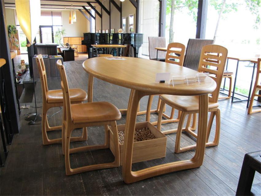 桐树餐桌椅