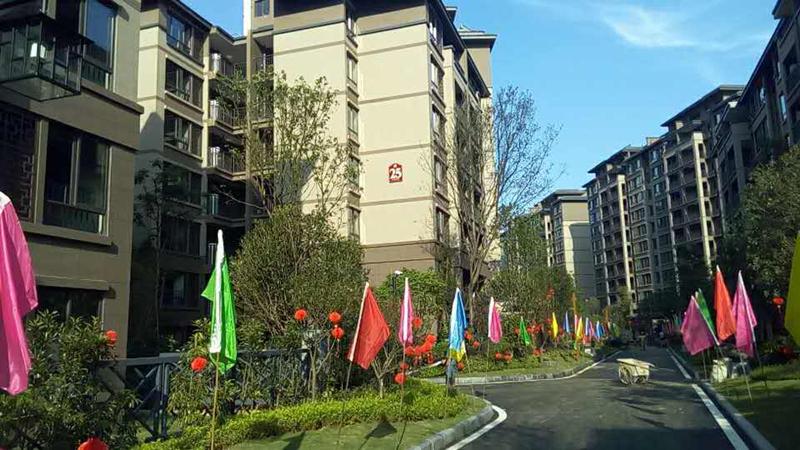 桂林悠山郡小区平板太阳能热水工程