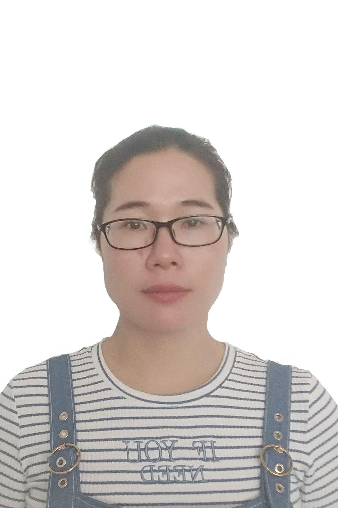 富英中学语文课组长卢冰