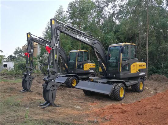 新买了2台轮式挖掘机
