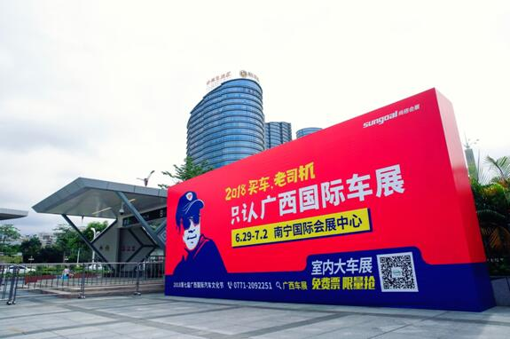 慧兴学校再担重任,受邀为南宁国际车展做化妆造型