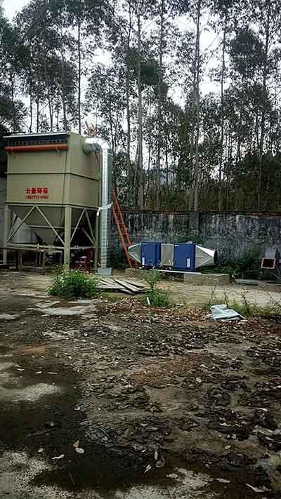 河池欽州市鏵鑫塑料金屬制品有限公司 布袋除塵器安裝