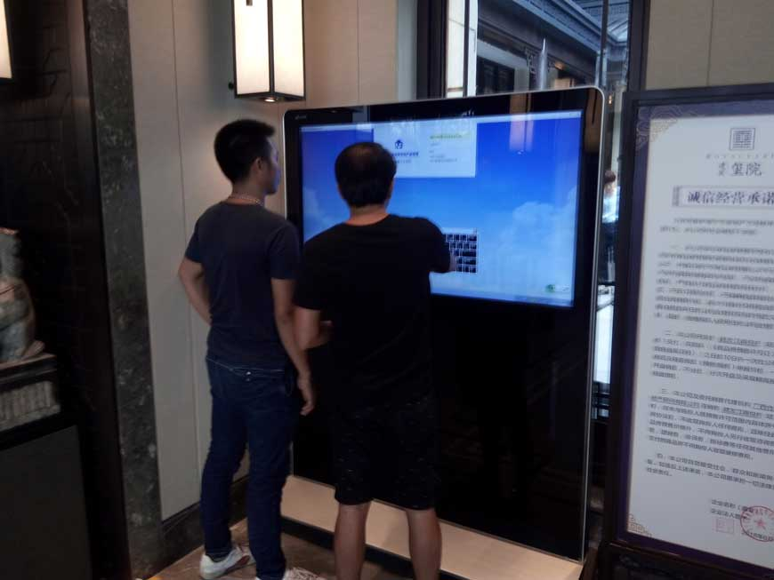 廣西碩方科技_55寸立式橫屏查詢一體機錦富路建發璽院房地產項目