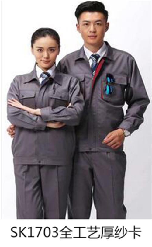 灰色工作服