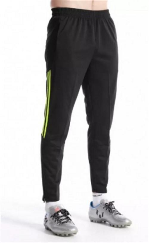 黑色运动裤