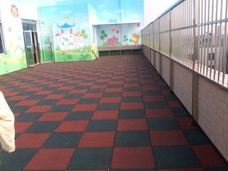 幼儿园安全地垫.jpg