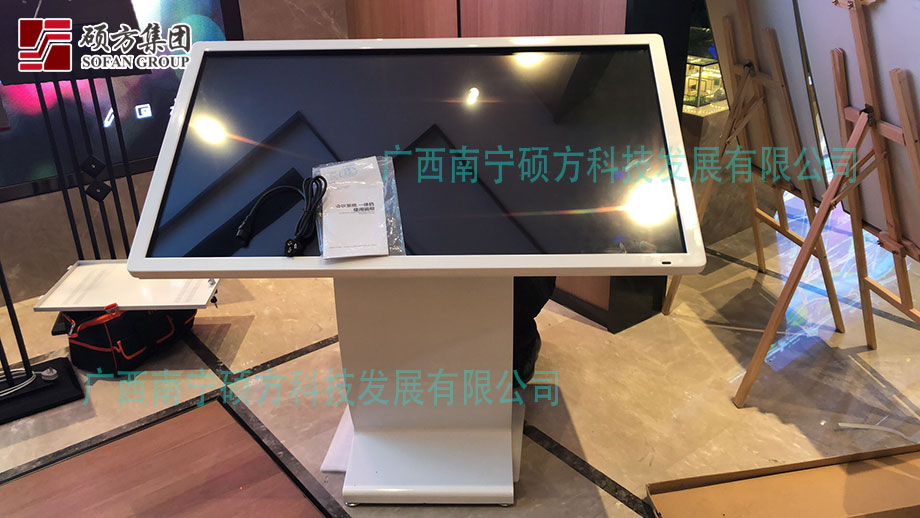 北海硕方科技:55寸卧式触摸查询机应用于地产营销?#34892;? width=