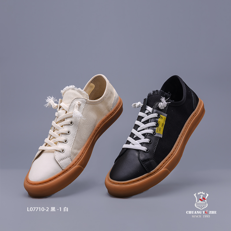 黑、白色休闲布鞋
