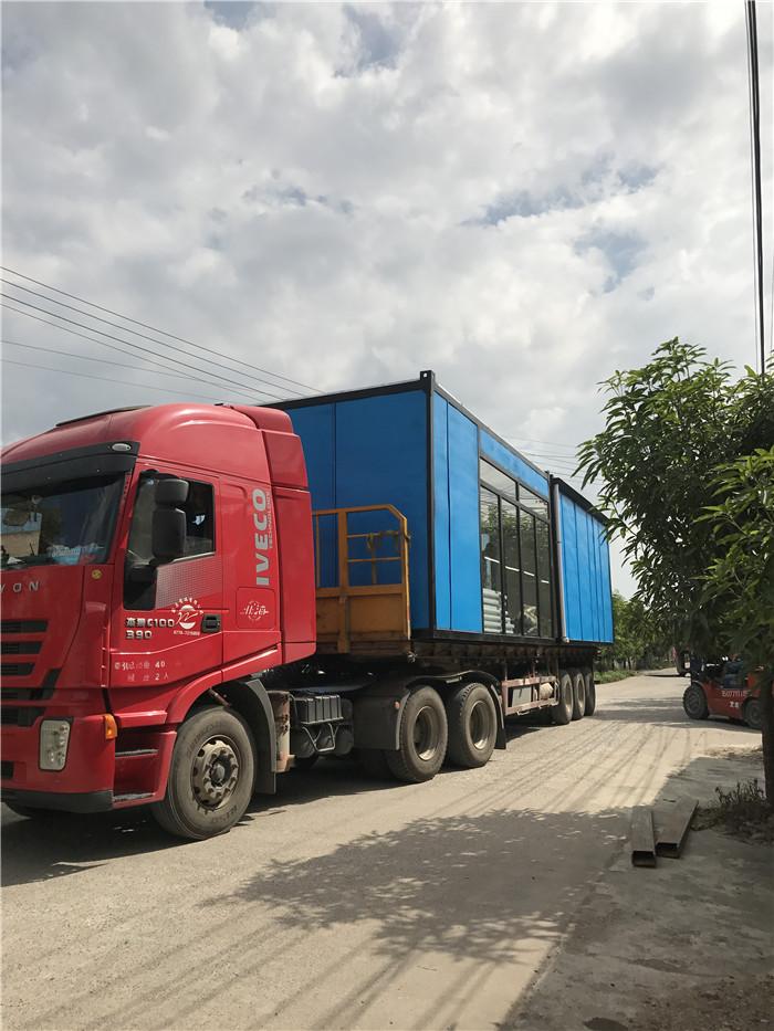 集裝箱在卡車上