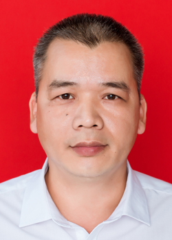 富英中学党支部书记郑栋