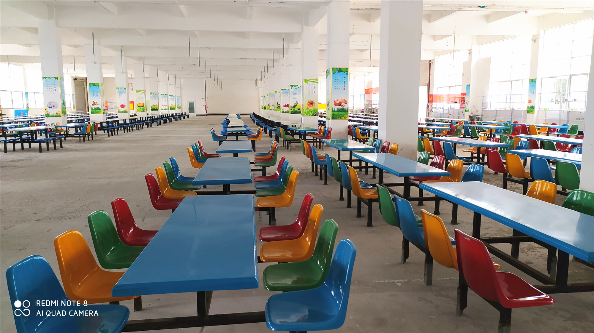 富英中学食堂就餐区域